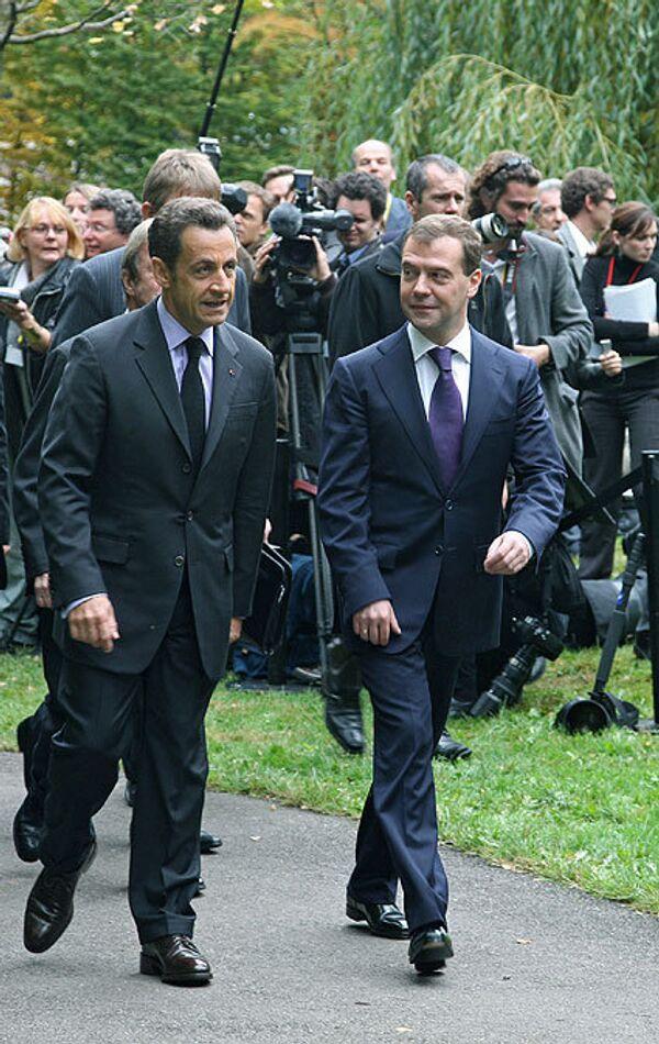 Президенты Франции и России Николя Саркози и Дмитрий Медведев во время встречи в Эвиане