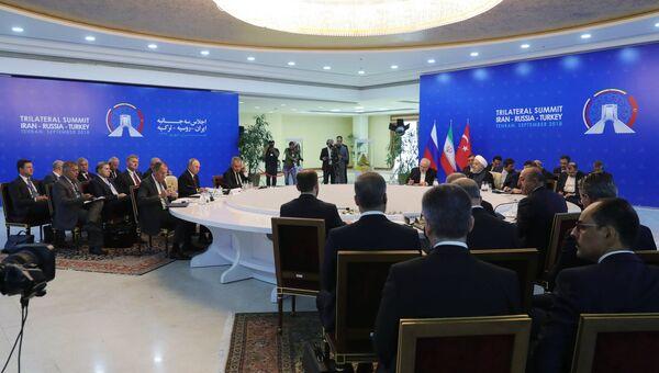 Владимир Путин, президент Ирана Хасан Рухани и президент Турции Реджеп Тайип Эрдоган во время трехсторонней встречи в Тегеране. 7 сентября 2018