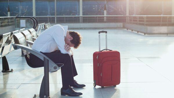 Пассажир ожидает в аэропорту
