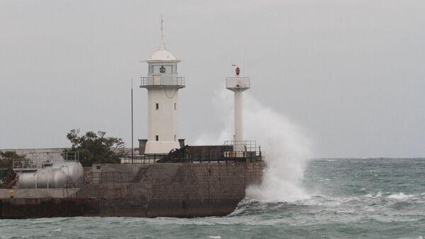Шторм в Черном море в районе Ялты, Крым. Архивное фото