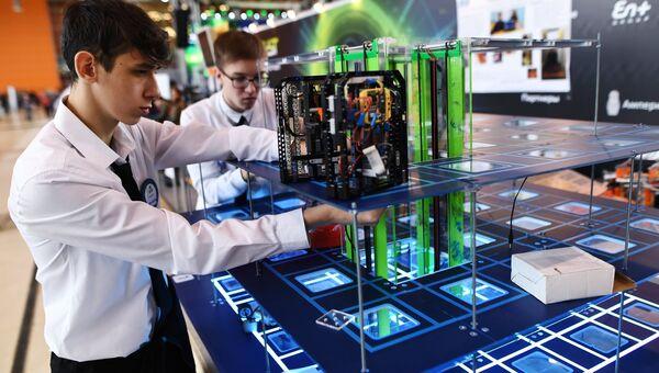 Участники X Всероссийского робототехнического фестиваля РобоФест