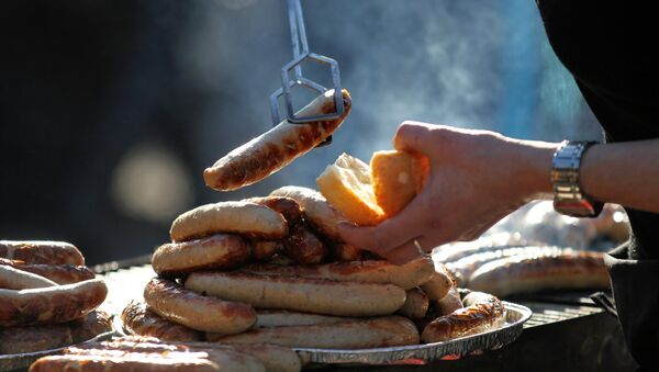 Жареные колбаски на барбекю в Восточной Германии