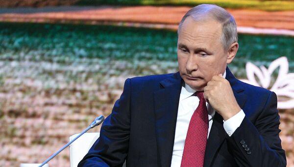 Президент РФ Владимир Путин на пленарном заседании Дальний Восток: расширяя границы возможностей IV Восточного экономического форума. 12 сентября 2018