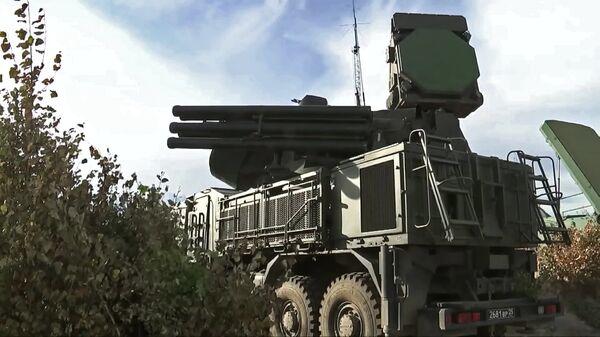 Самоходный ЗРПК наземного базирования Панцирь-С на учениях ПВО