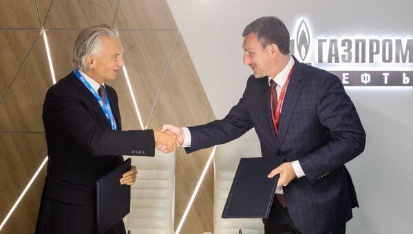 Приамурье на ВЭФ договорилось использовать битумные материалы Газпром нефти