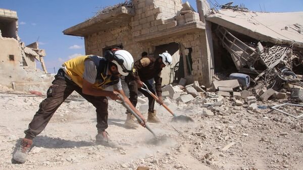 Активисты организации Белые каски в деревне Хобейт в сирийской провинции Идлиб