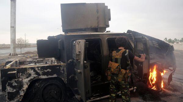 Сгоревшая военная техника на окраине города Ходейда в Йемене. 13 сентября 2018