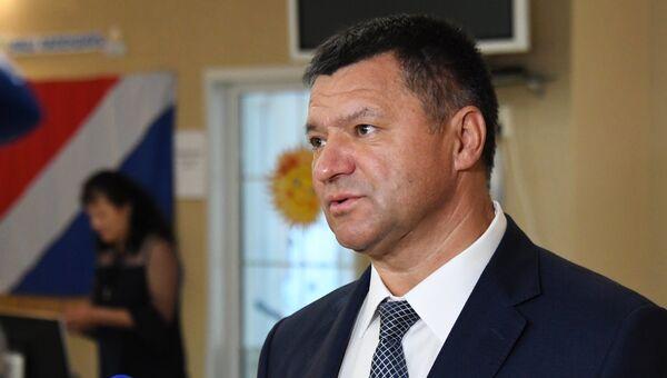 Кандидат на пост губернатора Приморского края Андрей Тарасенко на избирательном участке во Владивостоке