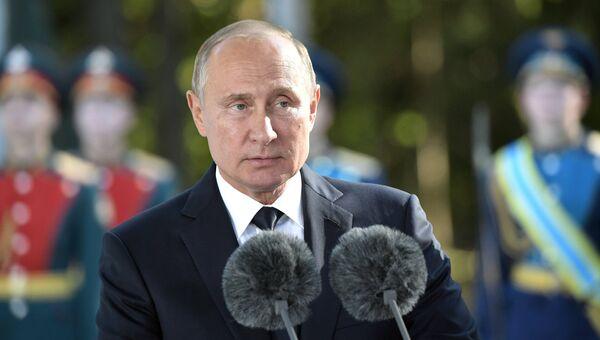 Президент РФ Владимир Путин выступает на торжественной церемонии освящения закладного камня главного храма Вооружённых сил РФ на территории военно-патриотического парка «Патриот»