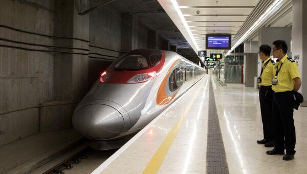 Скоростной поезд Гуанчжоу-Шэньчжэнь-Гонконг на станции Западный Коулун в Гонконге. 23 сентября 2018