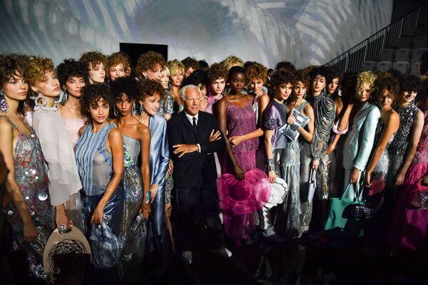 Модельер Джорджио Армани на показе в рамках Недели моды в Милане