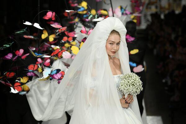 Показ коллекции Moschino в рамках Недели моды в Милане
