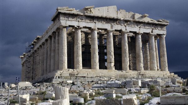 Парфенон - памятник античной архитектуры, расположенный на афинском Акрополе