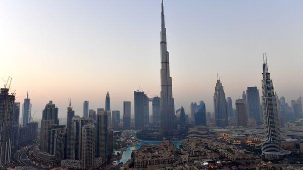 Самый высокий в мире небоскреб Бурдж-Халифа в центре Дубая