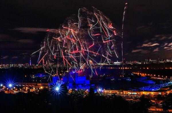 Церемония закрытия международного фестиваля Круг Света на Гребном канале в Москве