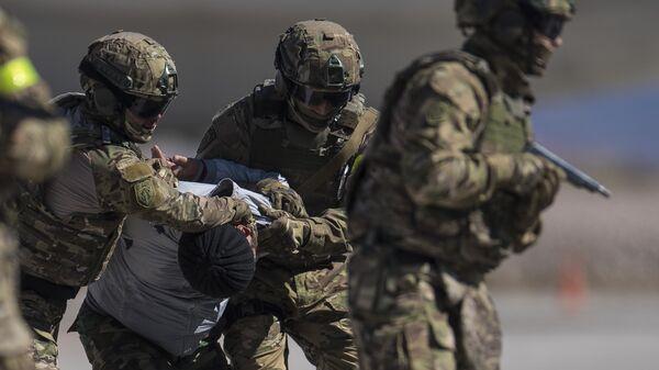 Военнослужащие во время учений Иссык-Куль Антитеррор-2018 в Киргизии