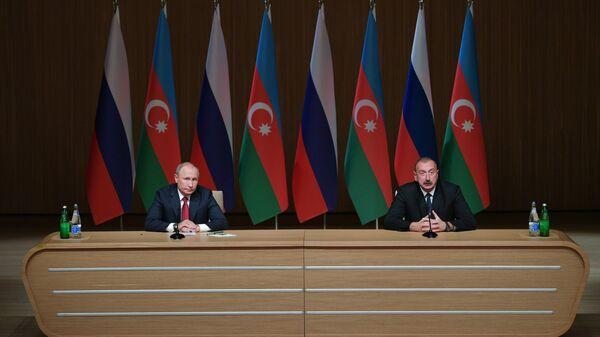 Президент РФ Владимир Путин и президент Азербайджана Ильхам Алиев на Девятом российско-азербайджанском межрегиональном форуме в Баку. 27 сентября 2018