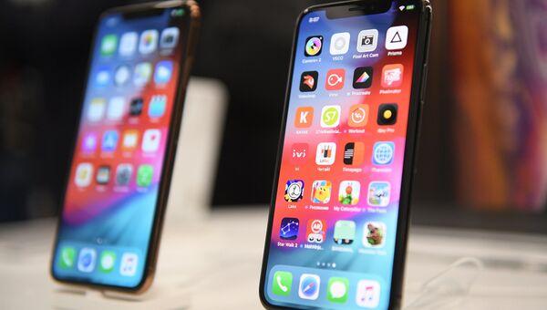 Телефоны iPhone XS и iPhone XS Max в магазине re:Store на Тверской улице в Москве. 28 сентября 2018
