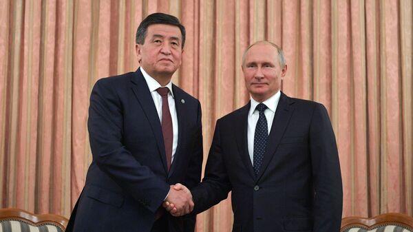 Президент РФ Владимир Путин и президент Киргизской Республики Сооронбай Жээнбеков