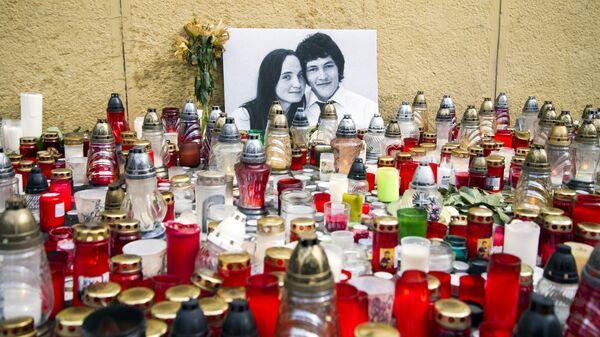 Свечи в память убитого словацкого корреспондента Яна Куциака и его подруги Мартины Куснировой в Братиславе, Словакия. 2 марта 2018
