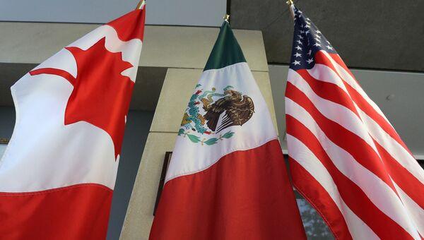 Флаги Канады, Мексики и США. Архивное фото