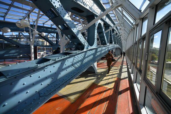Мост Богдана Хмельницкого изнутри