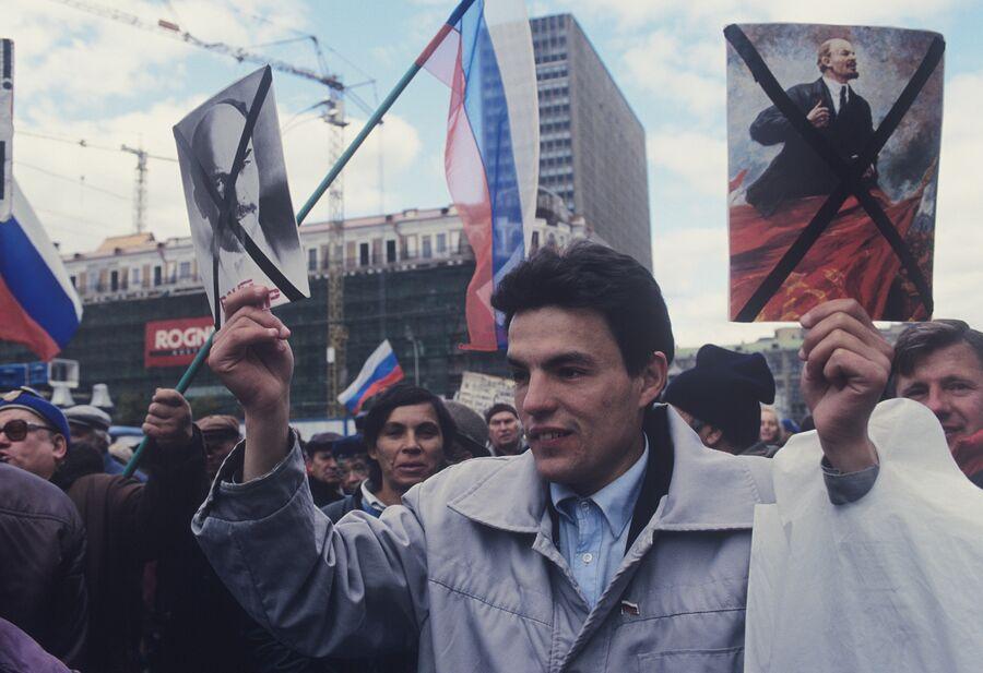 Во время митинга на Манежной площади. 1993 год