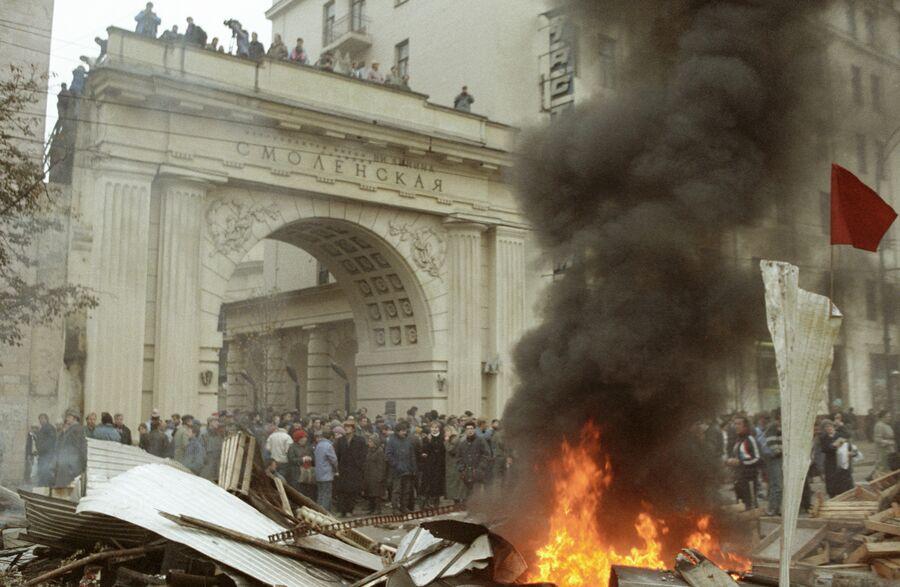 Баррикады на Смоленской площади. 2 октября 1993 года