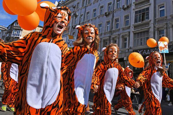 Юные участницы праздничных мероприятий, посвященных Дню тигра, во Владивостоке