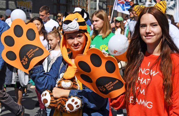 Участницы праздничных мероприятий, посвященных Дню тигра, во Владивосток