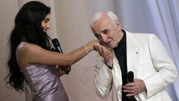 Шарль Азнавур и Хафсия Херци на церемонии открытия каннского кинофестиваля