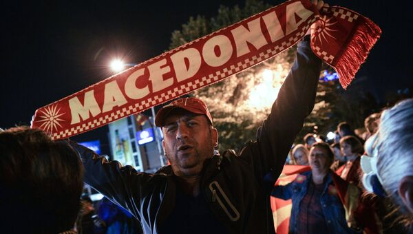 Оппозиционеры в центре города Скопье в день референдума по межправительственному договору с Грецией о переименовании Македонии