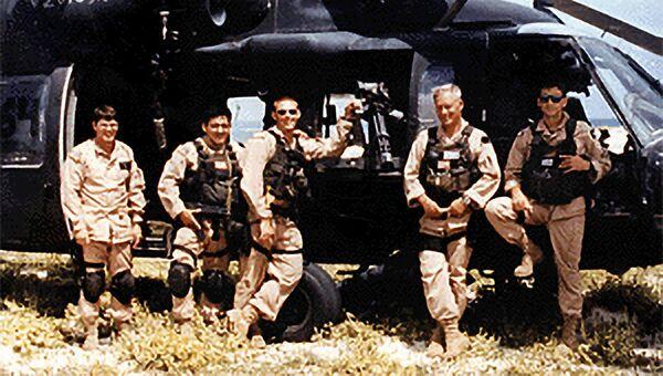 Экипаж вертолета 2-й десантной подгруппы («Супер-64») у своей машины