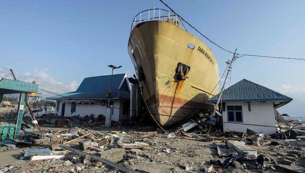 Последствия цунами на индонезийском острове Сулавеси. Архивное фото