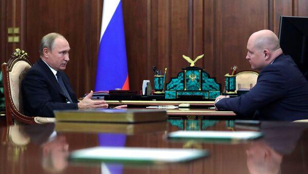 Владимир Путин и Михаил Развожаев во время встречи. 3 октября 2018
