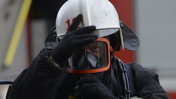 Сотрудник пожарной охраны. Архивное фото