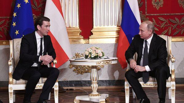 Президент РФ Владимир Путин и федеральный канцлер Австрийской Республики Себастиан Курц во время встречи. 3 октября 2018