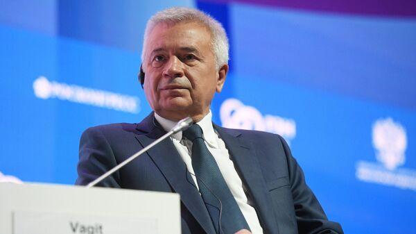 Президент, член совета директоров и председатель правления ПАО ЛУКОЙЛ Вагит Алекперов