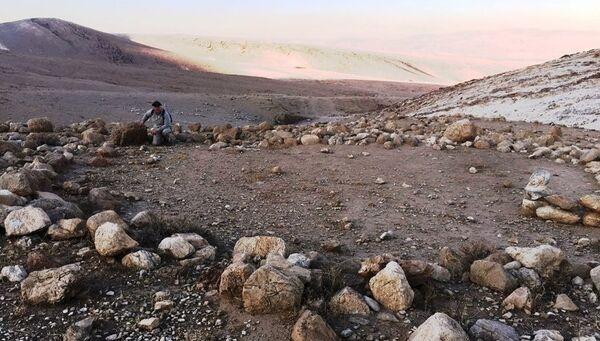 Археолог Ральф Хоукинс на месте раскопок в долине реки Иордан в районе Хирбет эль-Мастара