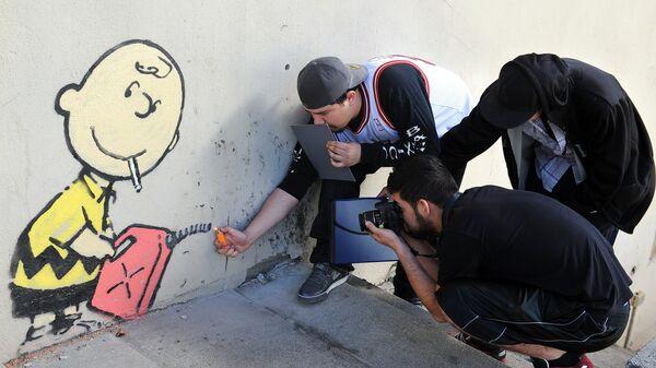 Граффити британского художника Бэнкси на стене в Лос-Анджелесе, США