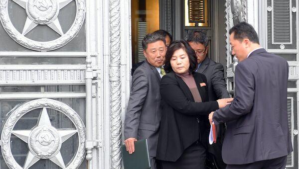 Заместитель министра иностранных дел КНДР Цой Сон Хи, курирующая вопросы ядерного разоружения, после посещения МИД РФ. 8 октября 2018
