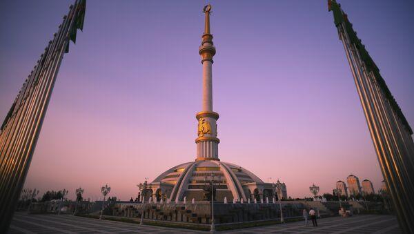Монумент Независимости Туркменистана в Ашхабаде