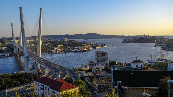 Вантовый мост (Золотой мост) через бухту Золотой Рог во Владивостоке