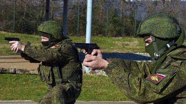 Военнослужащие на тренировке подразделения снайперов седьмой военной базы ЮВО РФ в Гудауте