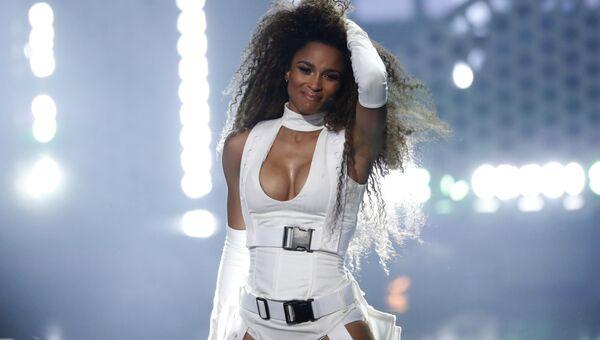Сиара во время выступления на церемонии награждения American music awards в Лос-Анджелесе