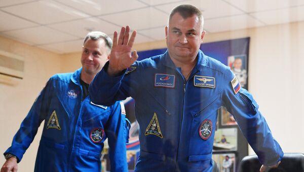 Члены основного экипажа МКС-57/58 космонавт Роскосмоса Алексей Овчинин и астронавт НАСА Ник Хейг на космодроме Байконур. 10 октября 2018