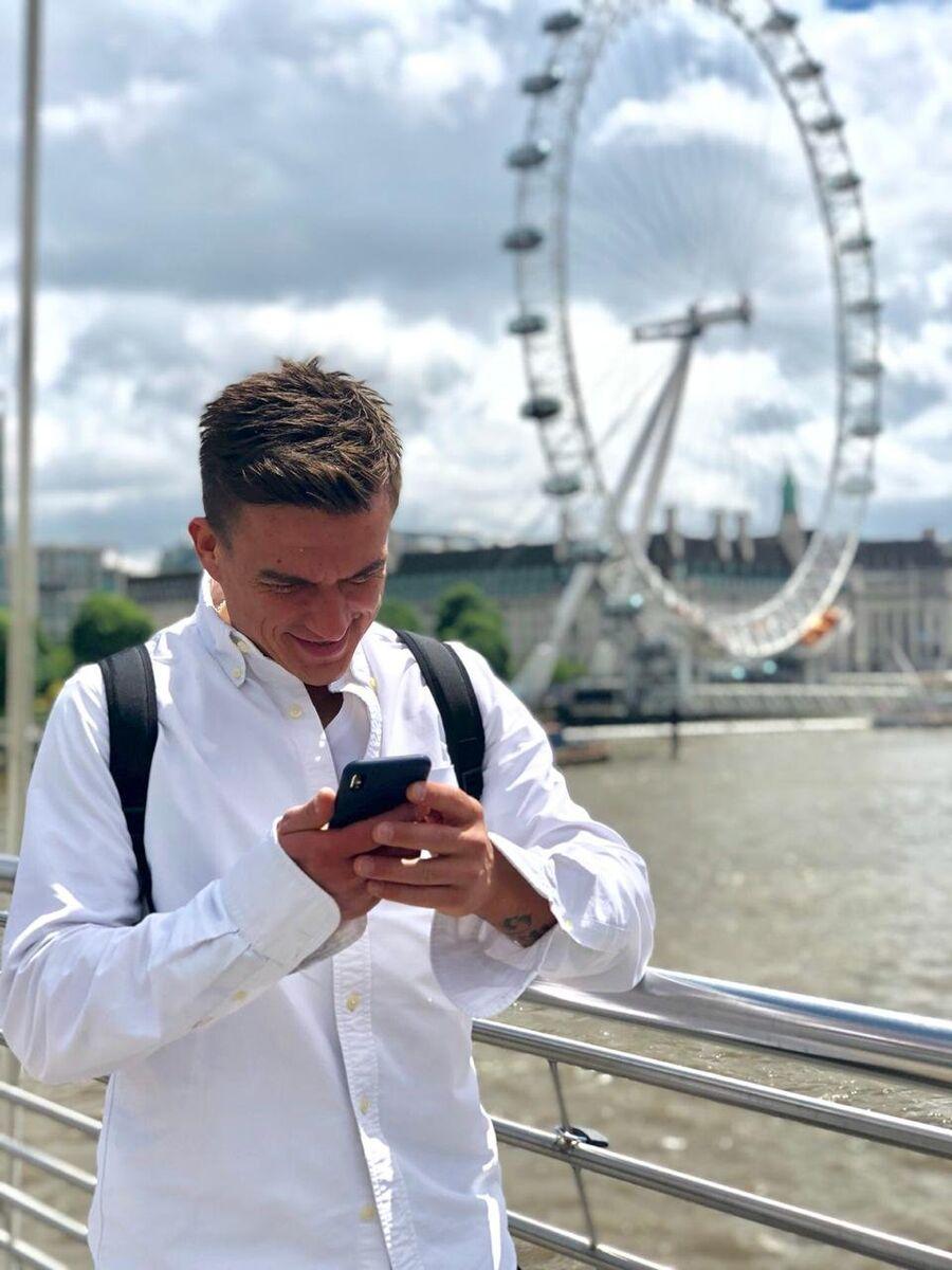 Влад Топалов у колеса обозрения Лондонский глаз