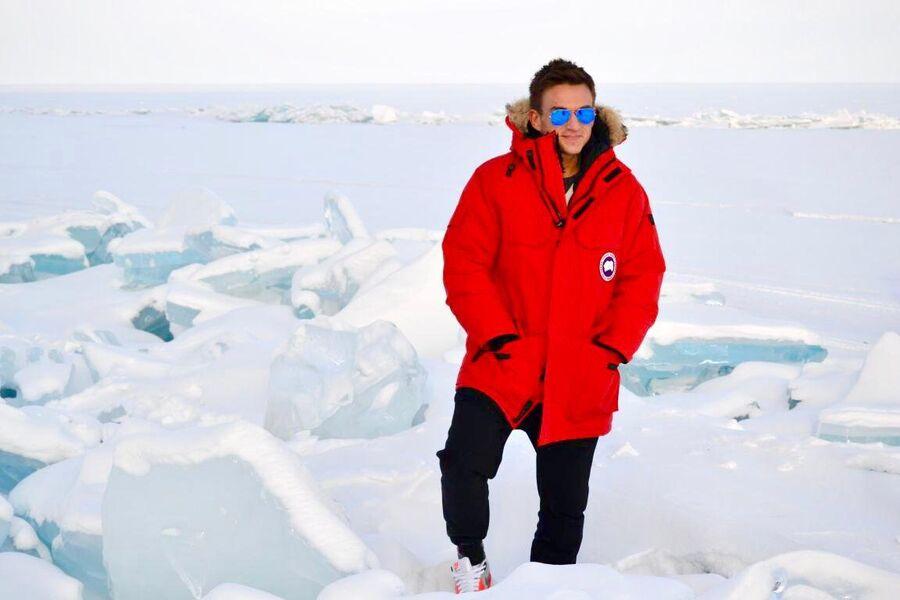 Влад Топалов на льду озера Байкал