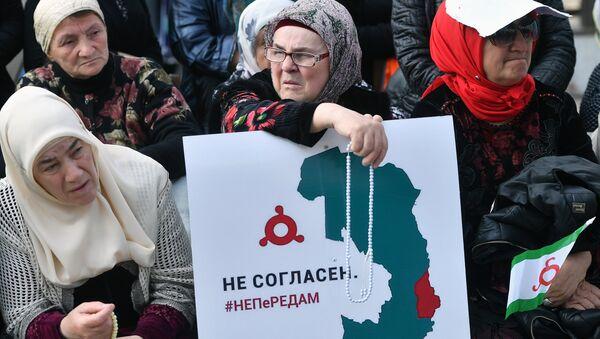 Участницы митинга в Магасе против соглашения о границе между Ингушетией и Чечней. Архивное фото