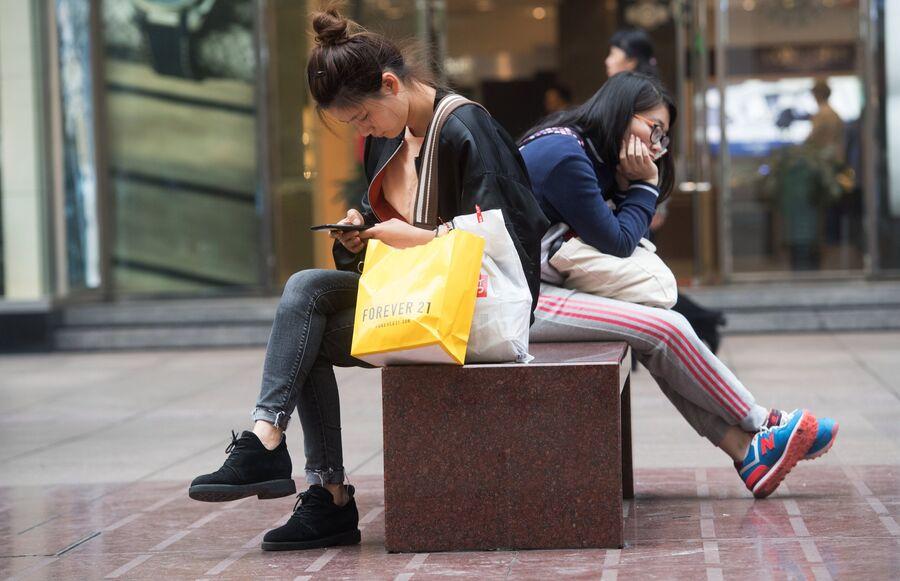 Девушки на улице. Китай
